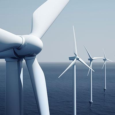 Offshore-Windpark mit Windrädern